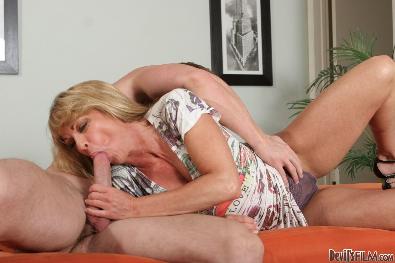Experienced blonde MILF Shayla LaVeaux gets rammed by a handsome dude