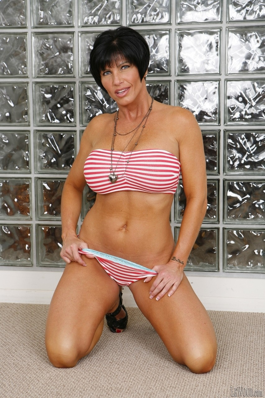Milf Short Hair Brunette