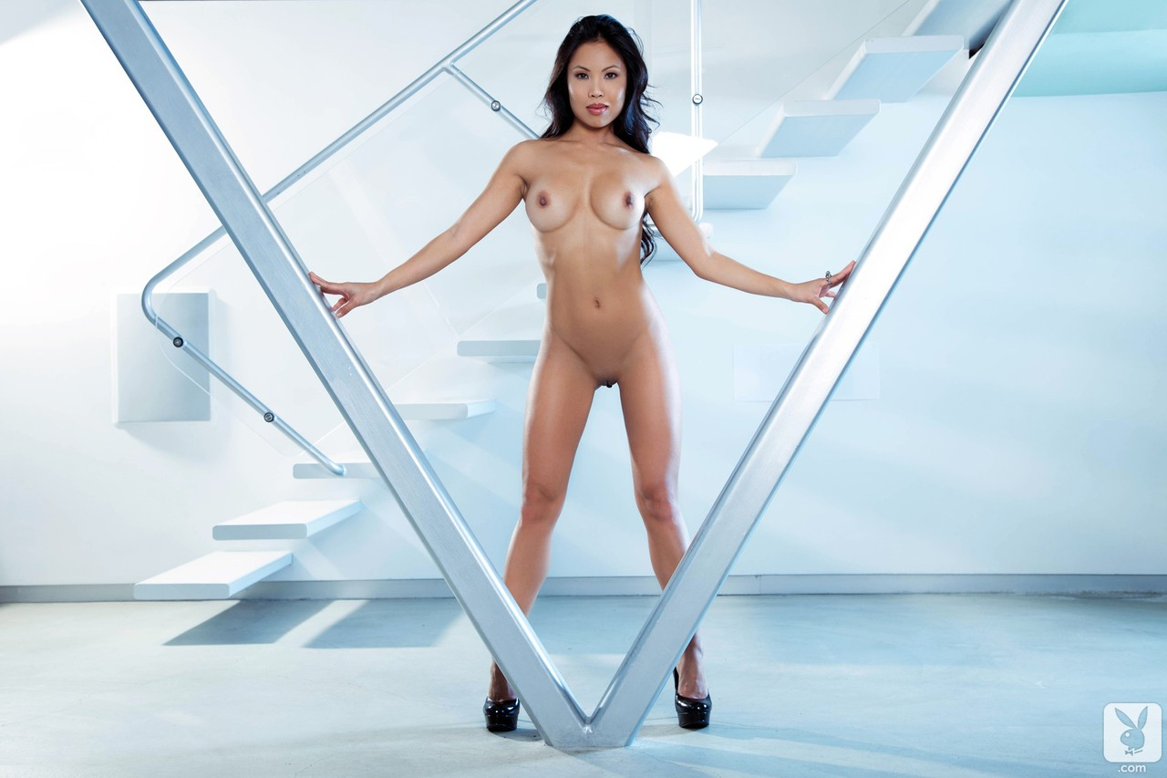 Asian MILF in black lingerie Thuy Li strips and shows her juggs