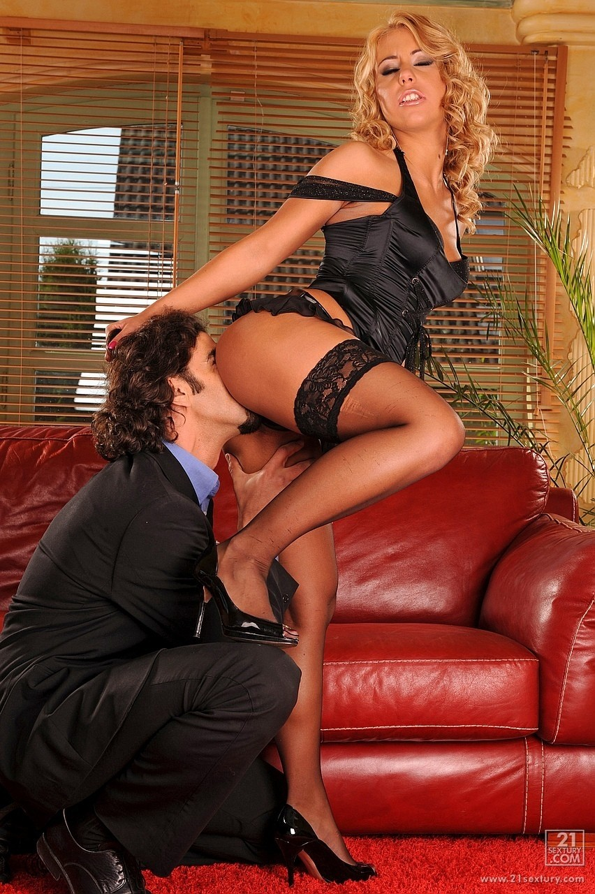 Blonde in black Nikky Thorne toys her holes and gets assfucked by a hunk