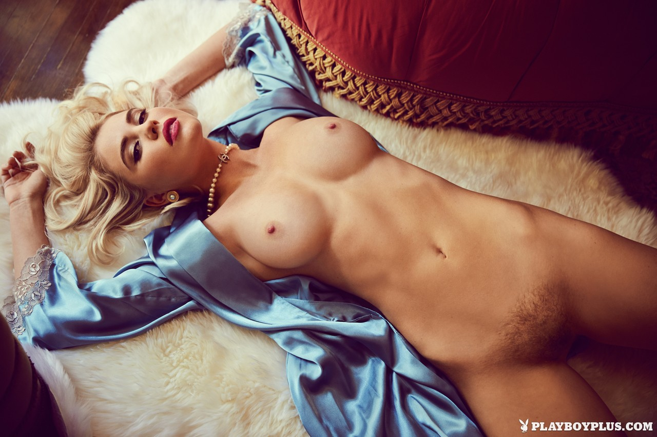 Tempting blonde doll Kayslee Collins posing naked and showing nice boobs