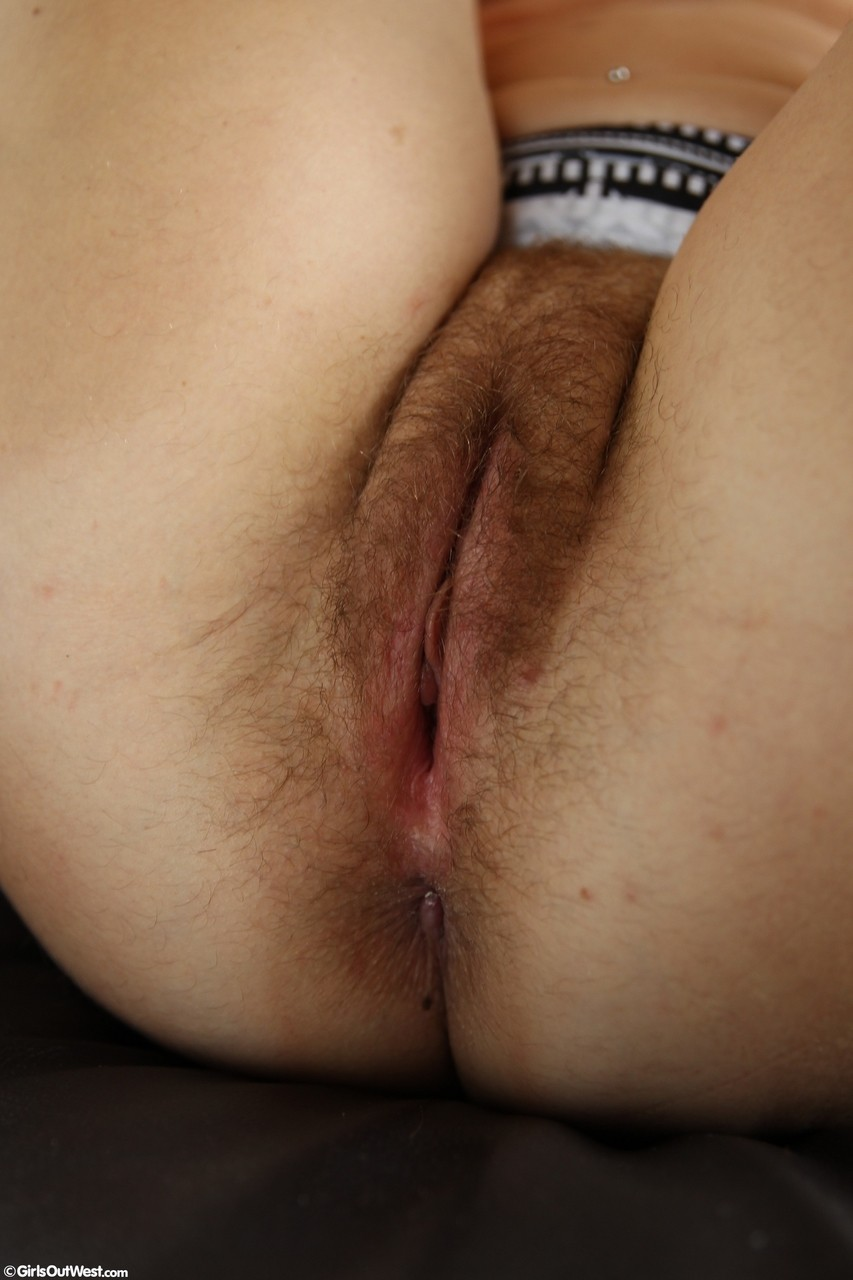 Solo Hairy Pussy Close Up