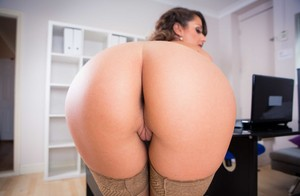 Nerdy secretary Cara Saint-Germain exposes her perfect ass at work