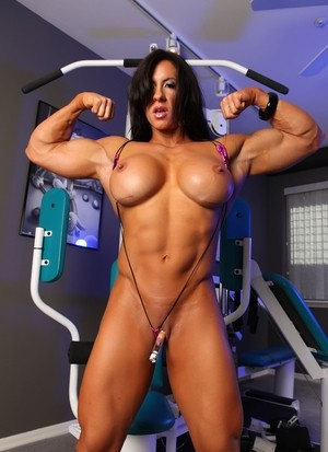 Female bodybuilder Angela Salvagno masturbates after working out