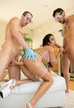 Latina slut Abella Anderson gets covered in oil and then cum by men in goggles