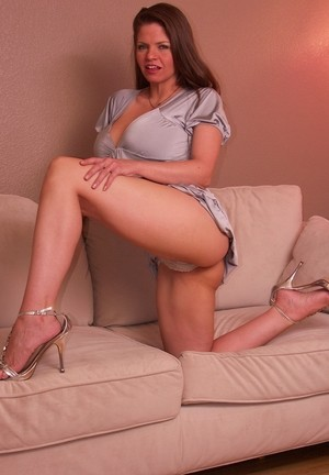 Older American MILF June Summers squirts after after getting banged