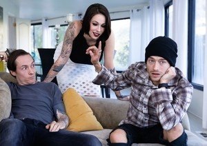 Tattooed chick Harlow Harrison shaves her head before sex with 2 guys
