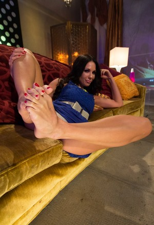 4 females gets together to show off their bare feet in a row on couch
