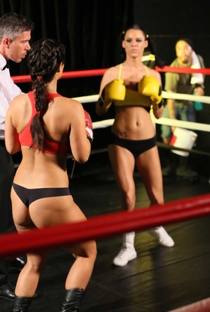 Brunette chicks Eva Lovia & Peta Jensen have a 3some with ref after a MMA fght