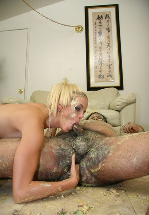 Blonde slut Jessica Jammer gets in food fight with fat man before they fuck