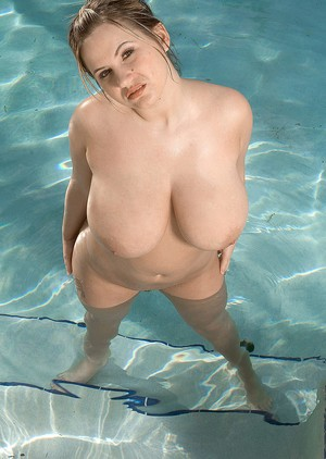 Blonde fatty Tera Cox masturbates by the pool after posing in a bikini