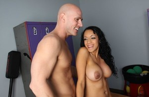 American Breanna Sparks gets banged in the shower after seducing his trainer
