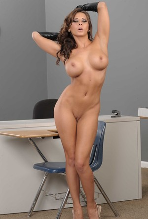 Amazing brunette Madison Ivy revealing her big tits and bubble but