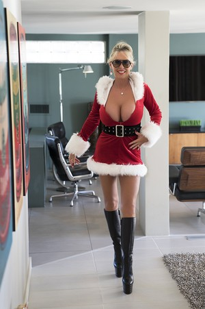 Hot wife Sandra Otterson does a cumswallow in her Santa clothes