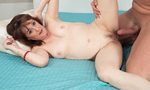 Mature mom Pandoragives him a blowjob before he fucks her without mercy