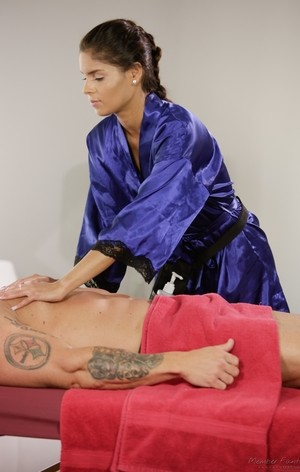 Latina masseuse Katya Rodriguez delivers a hapoy ending massage