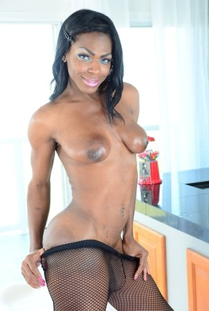 Ebony tranny with beautiful eyes Vixen Coxx gives white guy a dick to suck