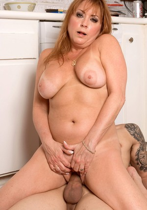 Mature womans experienced shaved pussy fucked hard in the kitchen
