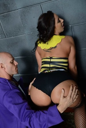 Bumblebee Kelly Divine with round shapes presents anal hole to bald criminal
