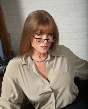 Experienced lady with glasses Darla Crane copes with fat and long black dick