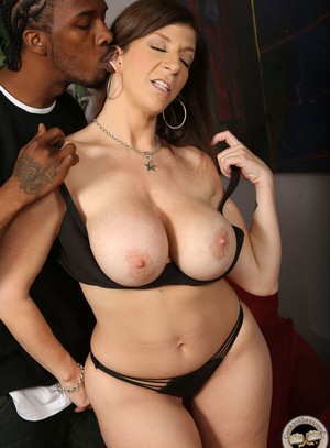Curvy cougar Sara Jay spits jizz in her cuckolds mouth after fucking a BBC