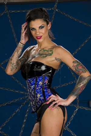 The hottest queen of spiderweb Bonnie Rotten shows off her tattooed body