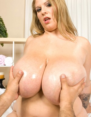 Attractive BBW Renee Ross gets her huge breasts worshipped by a horny masseur