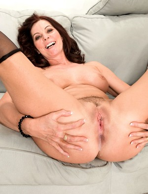 Sexy cougar in stockings gets her lovely pussy screwed and creampied