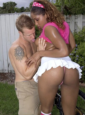 Black girl Diamond Starr gets cum on her bubble butt in the backyard