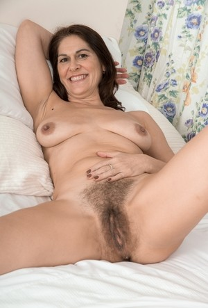 It looks like brunette mature Kaysy's vagina has never been shaved