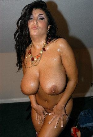 Huge titted girlfriends Jaylene Rio & Kelly Madison get all wet and horny