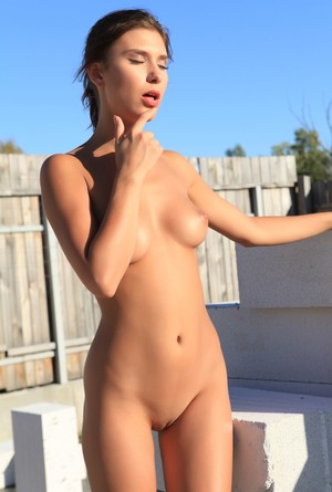 Gorgeous brunette Rise looks absolutely phenomenal while stripping outdoors