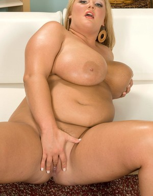 BBW Anna Kay shows her big tits before she fingers her drenched pussy