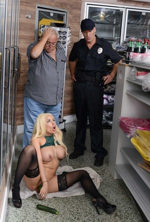 Masturbating female perv Luna Star gets ass fucked by the responding cop