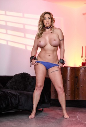 Naughty housewife Eva Nottyworks on her bondage techniques alone
