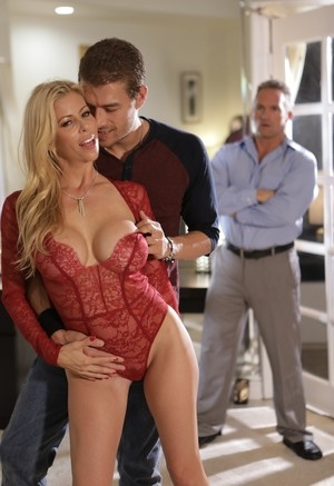 Dirty MILF Alexis Fawx receives a cumshot on her hot pussy after wild sex