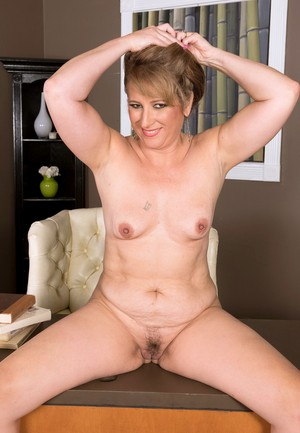 Older MILF Catrina Costa decides it's time to make her nude modeling premiere