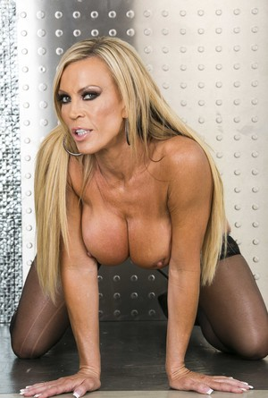 Jaw-dropping blonde MILF Amber Lynn with a perfect body, born to be fucked