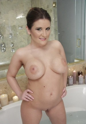 Austin Kincaid demonstrates tits and appetizing buttocks in the bathtub
