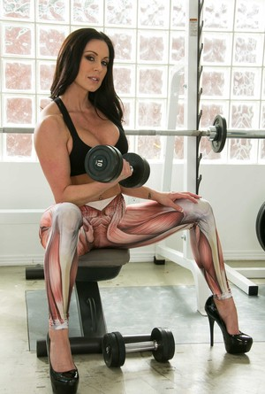Fitness goddess Kendra Lust flashes her big boobs during hardcore workout
