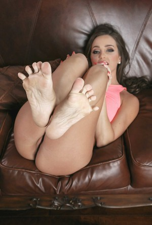 Abigail Mac strips off her yoga pants and shows sensitive feet and naked body