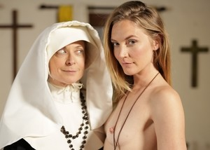 Mature nun Nina Hartley turns Mona Wales into a full blown lesbian