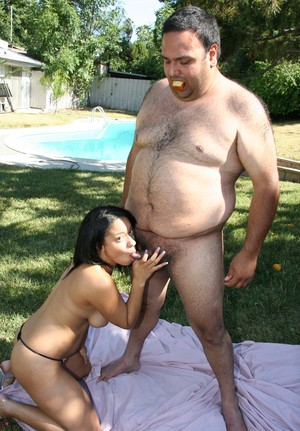 Latina teen Aliana Love bangs an obese man on a blanket spread on the lawn