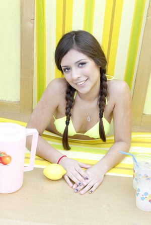 Seductive Jynx Maze shows her natural tits while making some lemonade
