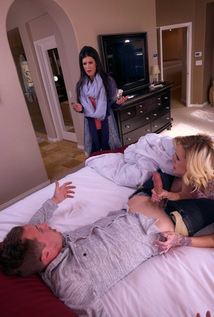 MILF India Summer joins her hubby and stepdaughter Kimberly Moss for a 3some
