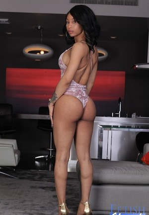 Ebony solo girl Megan Snow releases her bare feet from high heeled shoes