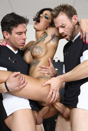 Tattooed female Bonnie Rotten spits out cum after fucking 3 men at once