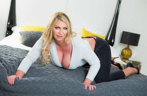 Middle-aged blonde Leigh Darby rocks her large tits after undressing