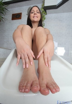 Shemale model Sarah Oliviera lays back and shows off her feet and toes