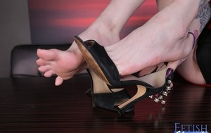 Tattooed shemale Chelsea Marie frees her flexible toes and feet from heels